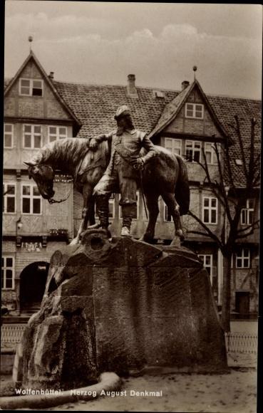 Ak Wolfenbüttel in Niedersachsen, Blick auf das Herzog August Denkmal
