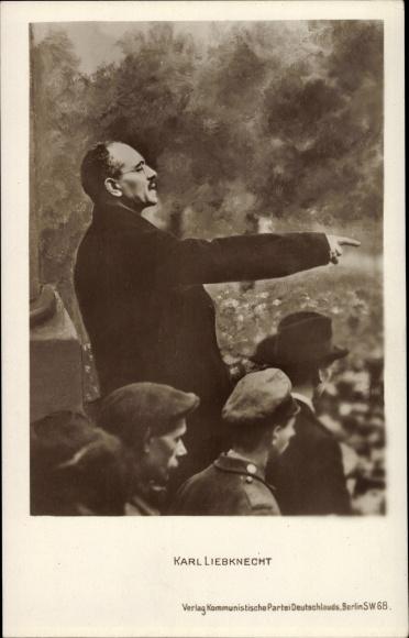 Ak Karl Liebknecht, Marxist, Antimilitarist, Ausgestreckter Arm bei einer Rede, Gestik