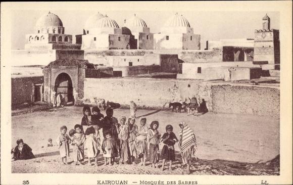 Ak Kairouan Tunesien, Mosquee des Sabres, Kinder, Straßenpartie im Ort