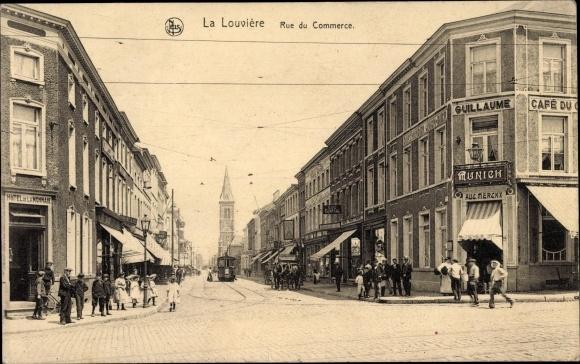 Ak La Louvière Wallonien Hennegau, Rue du Commerce, Kirche, Cafe du Guillaume, Inh. Aug. Merckx