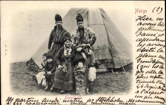 Ak Norwegen, Lappefamilie, Lappländer vor ihrem Zelt