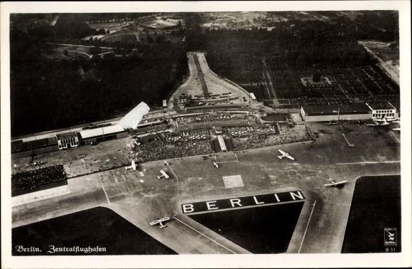 Ak Berlin Tempelhof, Fliegeraufnahme vom Zentralflughafen, Klinke & Co. B 31