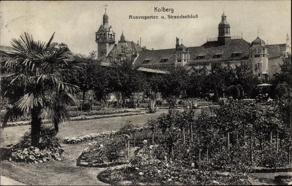 Ak Kołobrzeg Kolberg Pommern, Strandschloss mit Rosengarten