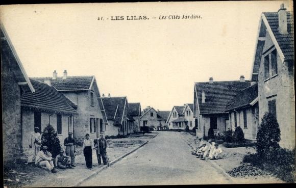 Ak Les Lilas Seine Saint Denis, Les Cites Jardins, Wohnhäuser mit Anwohnern