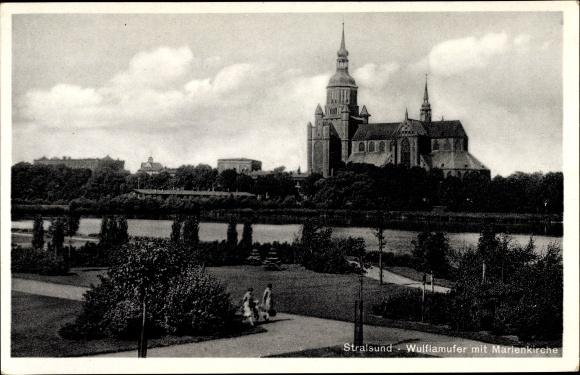 Ak Stralsund in Mecklenburg Vorpommern, Wulflamufer mit Blick zur Marienkirche