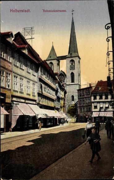 Ak Halberstadt in Sachsen Anhalt, Blick in die Schmiedestraße, Stadtansicht