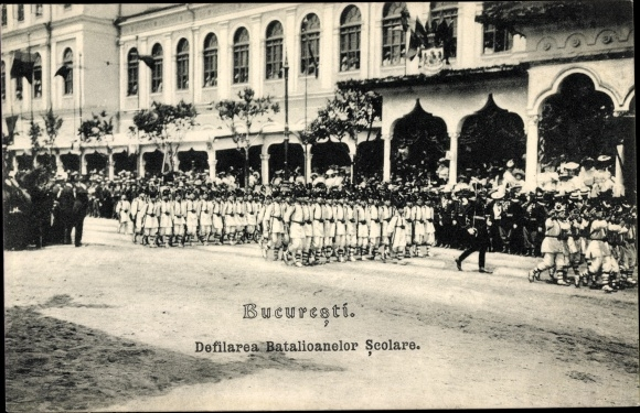 Ak București Bukarest Rumänien, Defilarea Batalioanelor Scolare