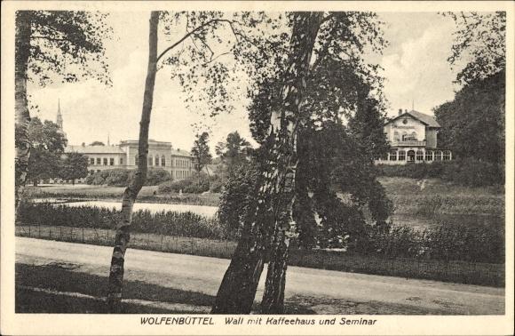 Ak Wolfenbüttel in Niedersachsen, Wall mit Kaffeehaus und Seminar, Straßenpartie