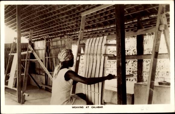 Ak Calabar Nigeria, Weaving, Afrikanerin am Webstuhl, Weberin