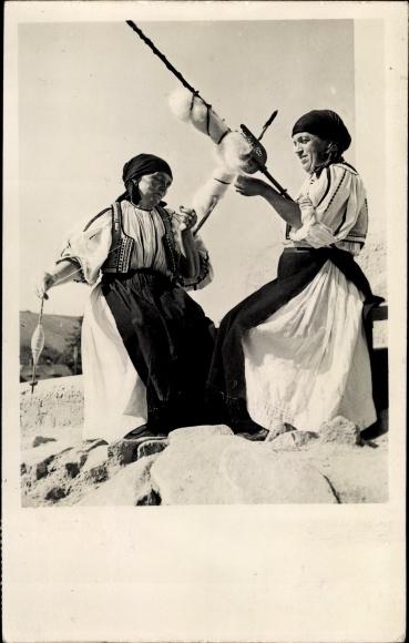Ak Poiana Sibiului Rumänien, Frauen in Volkstrachten, Spinnerinnen, Rocken