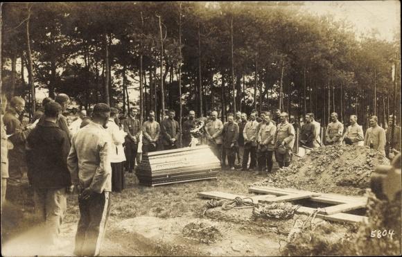 Foto Ak Königsbrück in der Oberlausitz, Kriegsgefangenenlager, Beerdigung eines Soldaten, I. WK