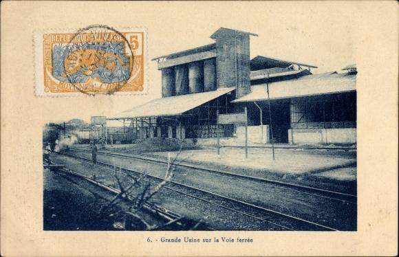 Ak Französisch Kongo, Grande Usine sur la Voie ferrée, Fabrik, Bahnstrecke