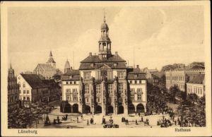 Ak Lüneburg in Niedersachsen, Blick über den Marktplatz zum Rathaus