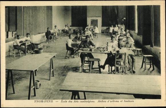 Ak Phnom Penh Kambodscha, Ecole des Arts, Ateliers d'orfevres et fondeurs, Goldschmiede
