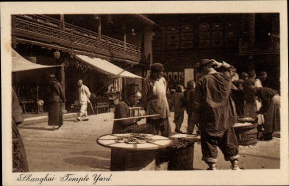 Ak Shanghai China, Temple Yard, Tempelhof, Straßenhändler