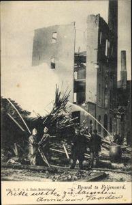 Ak Feijenoord Rotterdam Südholland Niederlande, Feuerwehr bei einem Löscheinsatz