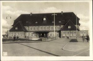 Ak Westerland auf Sylt, Blick auf den Bahnhof, Vorplatz