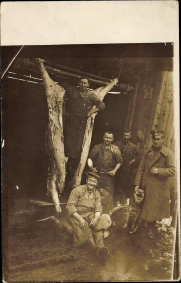 Foto Ak Gyimesbükk Ghimeș Făget Rumänien, Schlachterei, II. Batl bayr. RIR 22