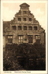Ak Lüneburg in Niedersachsen, Blick auf das Heinrich Heine Haus, Rankenbewuchs, Vorderansicht