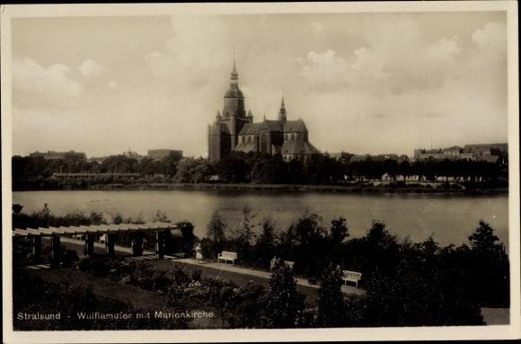 Ak Stralsund in Mecklenburg Vorpommern, Partie am Wulflamufer, Blick auf Marienkirche