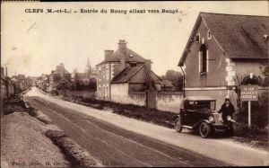Ak Clefs Maine et Loire, Entrée du Bourg allant vers Baugé