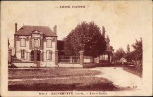 Ak Mignerette Loiret, Mairie, Ecoles, Straßenpartie mit Blick auf Rathaus und Schule
