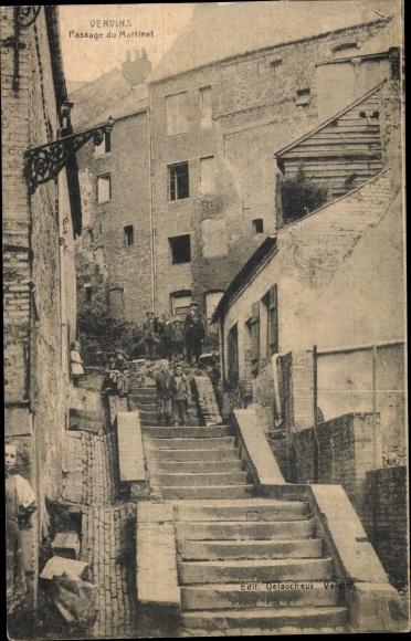 Ak Vervins Aisne, Passage du Martinet, Kinder auf einer Treppe im Ort, Häuser