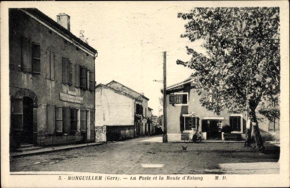 Ak Monguillem Gers, La Poste et la Route d'Estang, Postamt, Geschäftshaus mit Zapfsäule