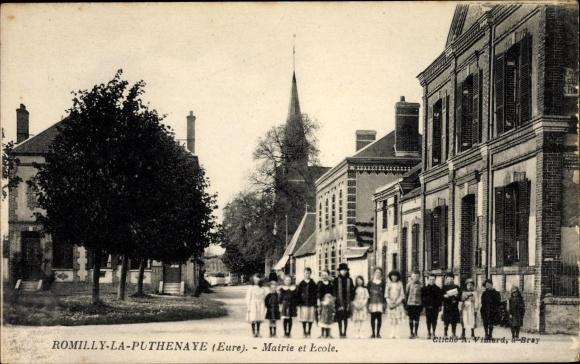 Ak Romilly la Puthenaye Eure, Mairie et Ecole, Kindergruppe vor dem Schulgebäude