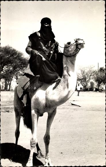 Ak Niamey Niger, Touareg, Tuareg auf einem Kamel reitend