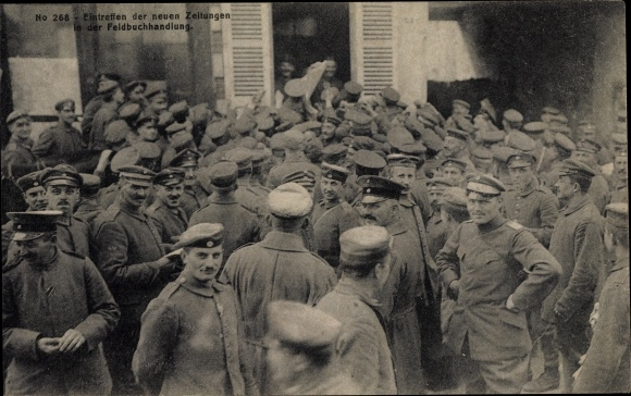 Ak Sissonne Aisne, Eintreffen der neuen Zeitungen in der Feldbuchhandlung, I. WK
