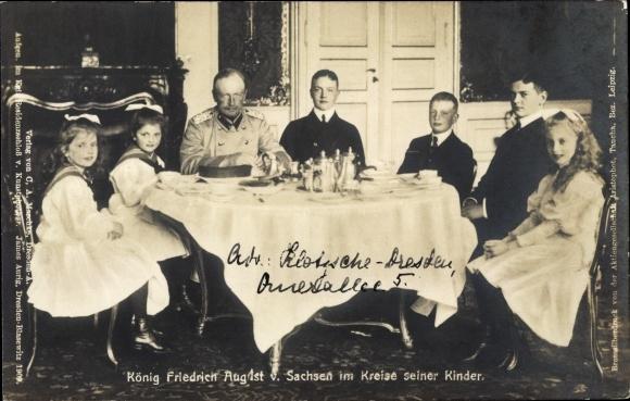 Ak König Friedrich August III. von Sachsen im Kreise seiner Kinder