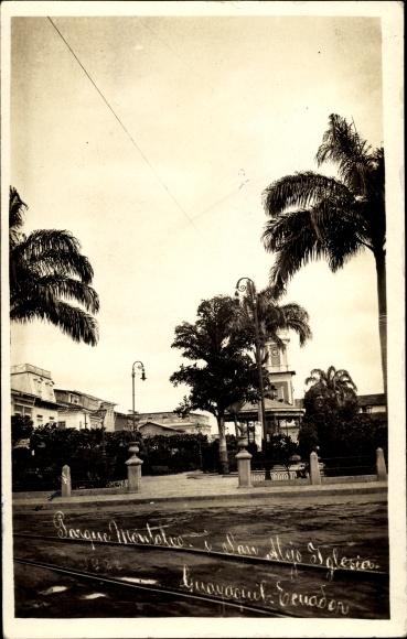 Foto Ak Guayaquil Ecuador, Straßenpartie mit Blick zu einem Kirchturm, Palmen