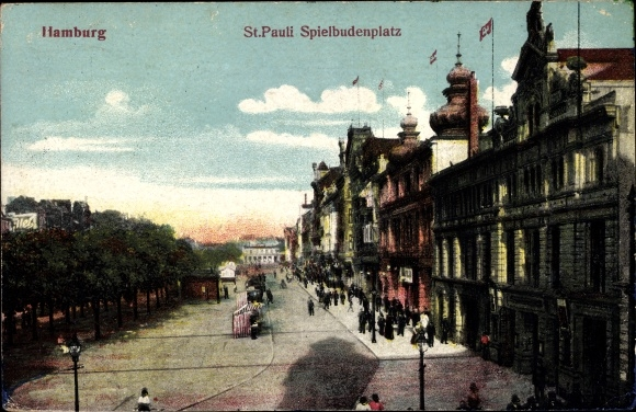 Ak Hamburg Mitte St. Pauli, Partie auf dem Spielbudenplatz, Passanten, Geschäfte
