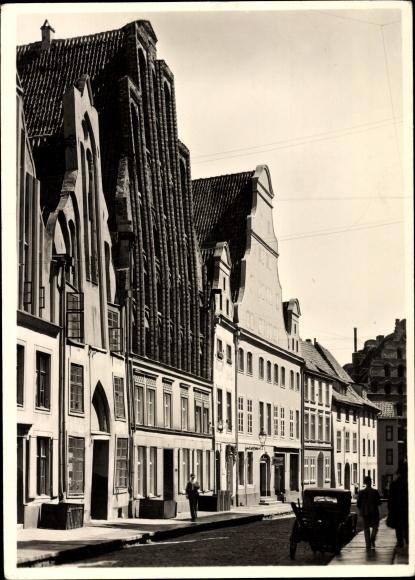 Ak Stralsund in Mecklenburg Vorpommern, Partie in der Semlower Straße mit Semlower Tor
