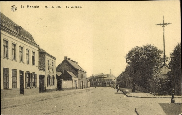 Ak La Bassée Nord, Rue de Lille, Le Calvaire, Straßenpartie im Ort, Kruzifix