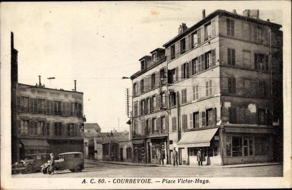 Ak Courbevoie Hauts de Seine, Vue de la Place Victor Hugo