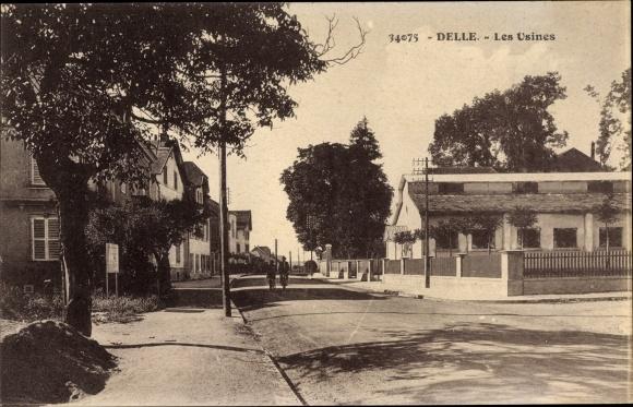 Ak Delle Territoire de Belfort, Les Usines, Vue sur Rue dans la Ville