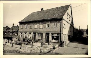 Foto Ak St. Andreasberg Braunlage im Harz, Blick auf Gebäude mit Geschäft, Breitestraße