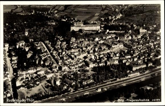 Ak Rudolstadt in Thüringen, Fliegeraufnahme vom Ort
