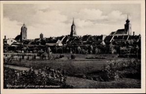Ak Byczyna Pitschen Oberschlesien, Parkanlagen an der Stadtmauer, Kirchen