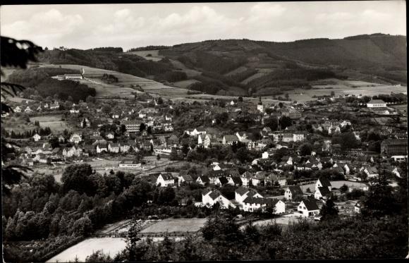 Ak Bergneustadt in Nordrhein Westfalen, Blick auf den Ort mit Umgebung