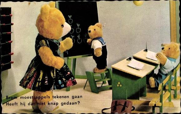 Ak Bärenschule, Klassenzimmer, Bärschüler an einer Tafel, Lehrerin