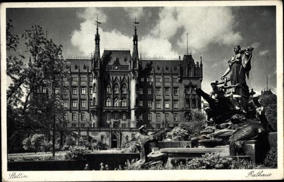 Ak Szczecin Stettin Pommern, Rathaus mit Brunnen, Gesamtansicht