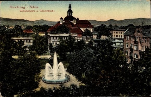 Ak Jelenia Góra Hirschberg Riesengebirge Schlesien, Wilhelmsplatz und Gnadenkirche, Fontäne