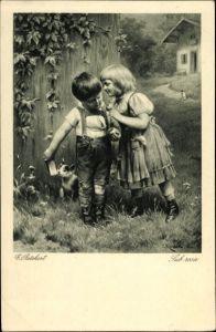 Künstler Ak Reichert, C., Sub rosa, Mädchen flüstert Jungen ins Ohr, Hauskatze