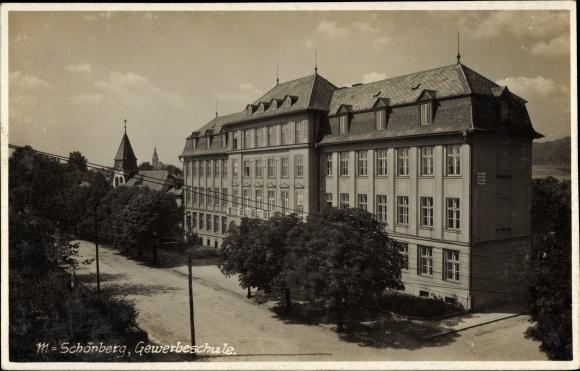 Ak Šumperk Mährisch Schönberg Reg. Olmütz, Straßenpartie mit Blick auf die Gewerbeschule