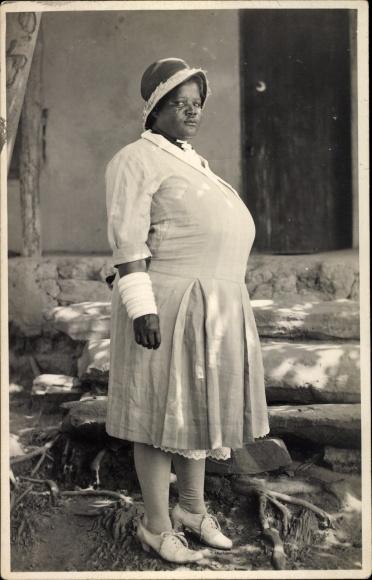 Foto Ak Belgisch Kongo Afrikanerin In Kleid Standportrait Nr
