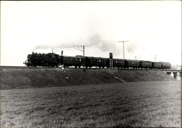 Foto Ak Eisenbahn mit Dampflokomotive 86 001 auf der Strecke bei Dresden, 1989