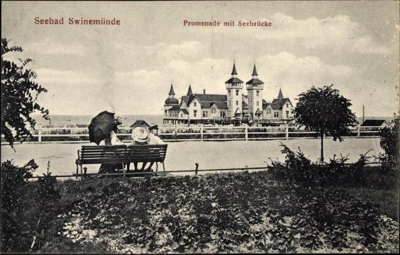Ak Świnoujście Swinemünde Pommern, Promenade mit Seebrücke